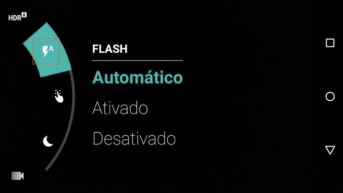 Ativação do flash no Moto G 2015 (Foto: Reprodução/Barbara Mannara)