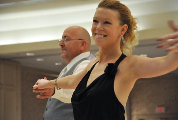 Adrianne Haslet durante aula em 2012 (Foto: Arthur Murray/Boston Studio/AP)