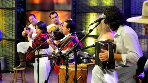 Pedro Ortaça e Família tocam no Galpão (Foto: Daniel Bittencourt/RBS TV)