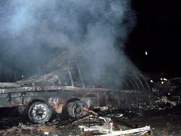 Carreta destruída pelo fogo após acidente na Rodovia Anhanguera, em Limeira (Foto: Rogne Paes/EPTV)