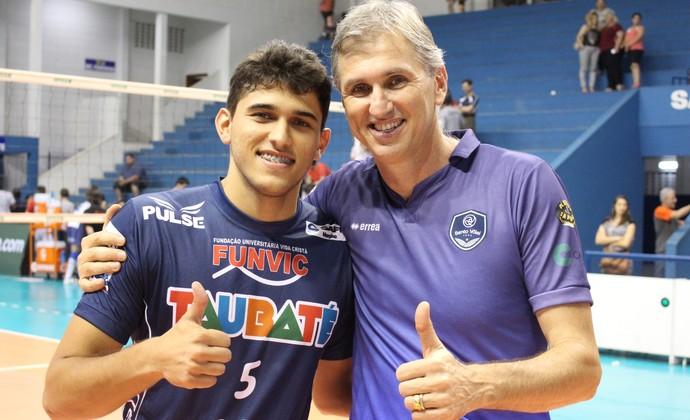 Pedro e Paulo se enfrentaram nessa quinta-feira (Foto: Divulgação/Vôlei Taubaté)