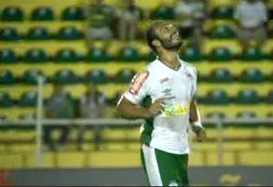 Felipe Alves comemora gol pelo Luverdense (Foto: Reprodução/Premiere)