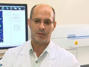 Professor Cláudio Costa-Neto coordenou pesquisa na USP (Foto: Reprodução/EPTV)