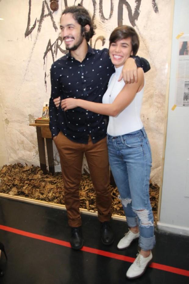 Gabriel Leone e namorada (Foto: Daniel Pinheiro/AgNews)