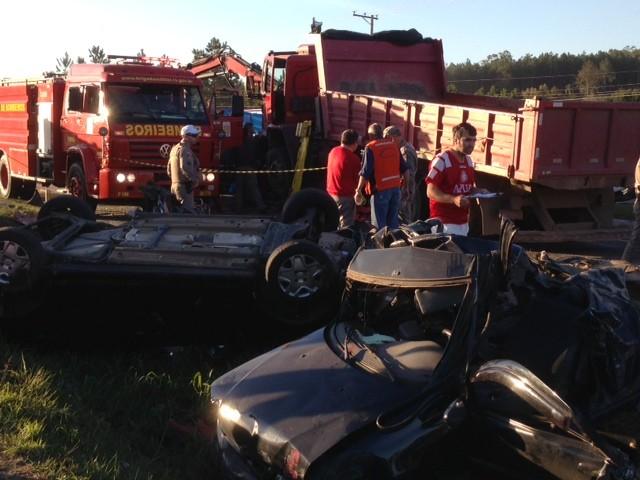 Acidente em Taquara, na ERS-115, interrompe parcialmente a pista (Foto: Alexandre Santos/ RBS TV)