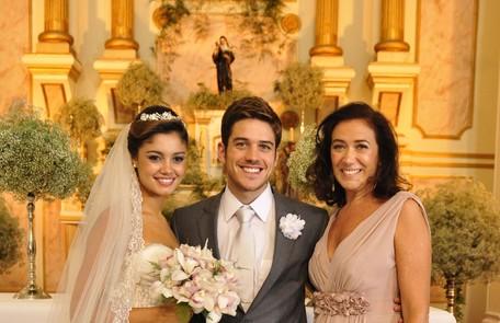 Filha de Griselda (Lilia Cabral), Amália (Sophie Charlotte) casou-se com Rafael (Marco Pigossi) em 'Fina estampa' TV Globo / Estevam Avellar