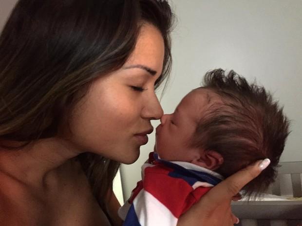 Aryane Steinkopf com filho, Aarão (Foto: Reprodução/Instagram)