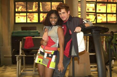 Jessica Sodré e Leonardo Miggiorin, em 'Senhora do destino' (Foto: João Miguel Junior/TV Globo)