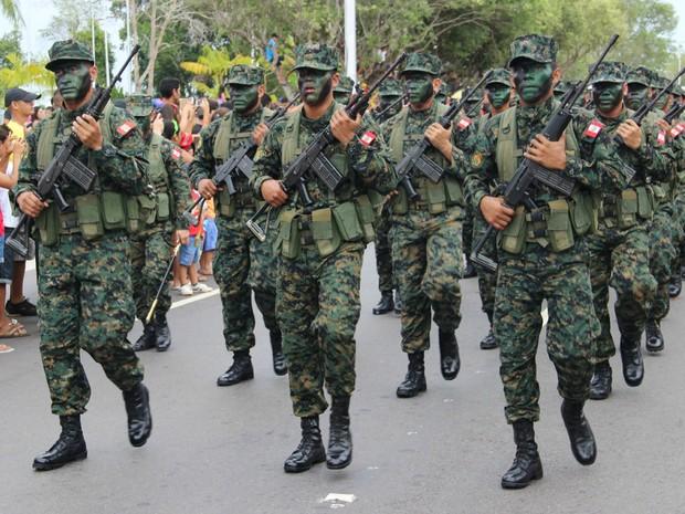 Desfile aconteceu na Ponta Negra pela primeira vez (Foto: Diego Toledano/ G1 AM)