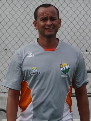 Jaelson Marcelino, técnico do Coruripe (Foto: Leonardo Freire/GloboEsporte.com)