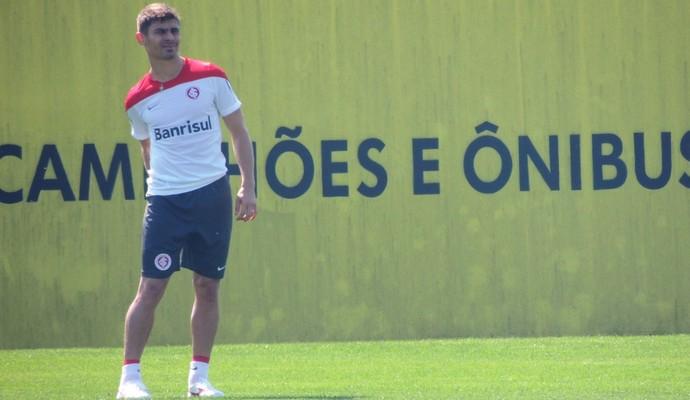 Alex treina no Inter (Foto: Tomás Hammes/GloboEsporte.com)