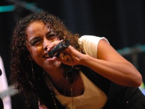 Cantora e compositora se apresenta neste domingo no Sesc (Foto: Sesc/Divulgação)