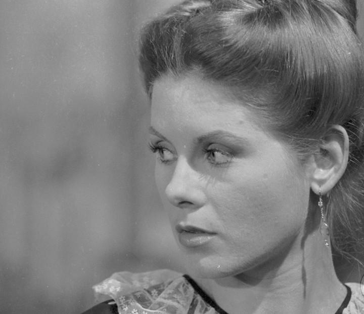 Na novela 'Sinal de Alerta', Vera Fischer brilhou como a rígida Sulamita (Foto: Cedoc / TV Globo)