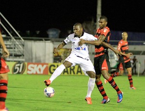 Atacante do ASA, Lúcio Maranhão dá trabalho aos marcadores  (Foto: Ailton Cruz/ Gazeta de Alagoas)