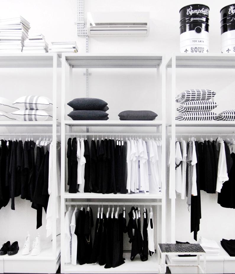 Loja em preto e branco traz peças de moda e design (Foto: Divulgação)