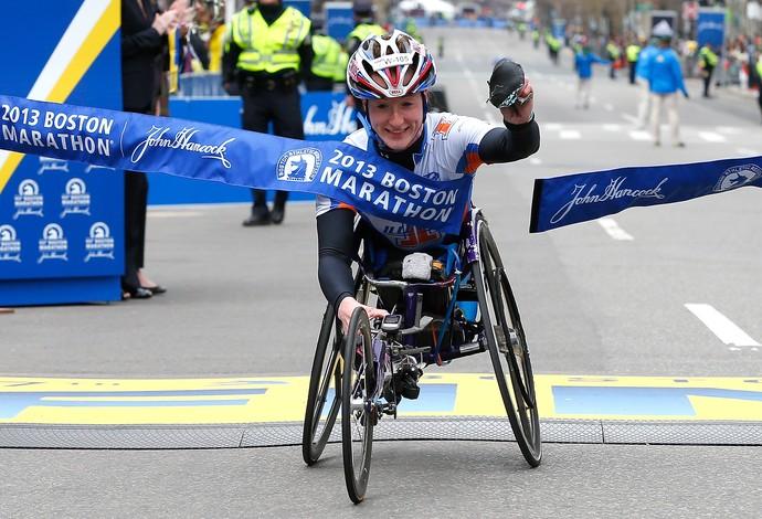 A americana Tatyana McFadden venceu a Maratona de Boston em 2013 (Foto: Getty Images)