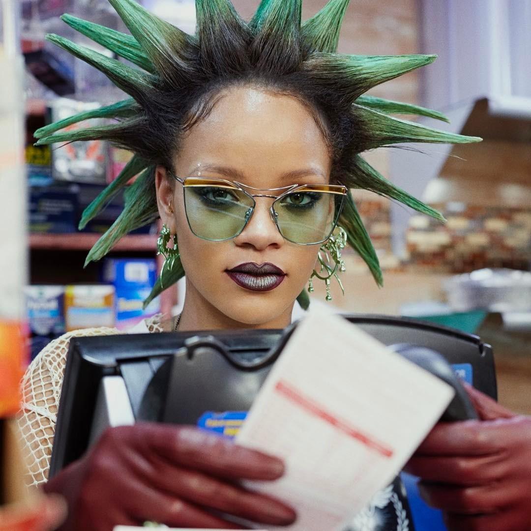 Rihanna para a Paper Magazine de março (Foto: Reprodução/Instagram)