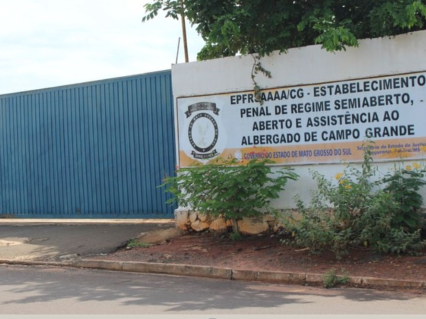 Surto de interna provocou princípio de tumulto em presídio semiaberto feminino de Campo Grande (Foto: Anderson Viegas/Do G1 MS)