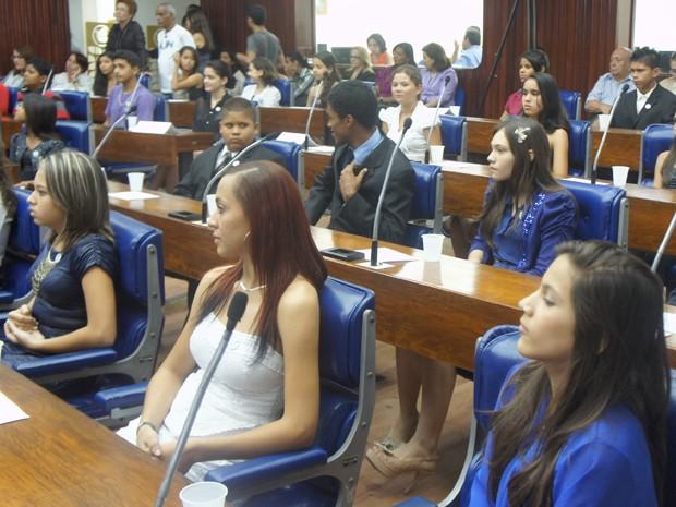 Estudantes de escola públicas e particulares formam a nova Assembleia Legislativa Mirim (Foto: André Resende/G1)