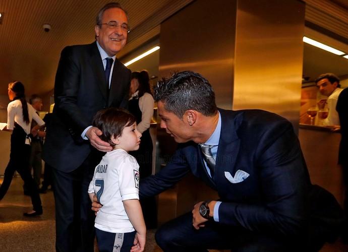 Cristiano Ronaldo e menino libanês Haidar (Foto: Antonio Villalba / Real Madrid)