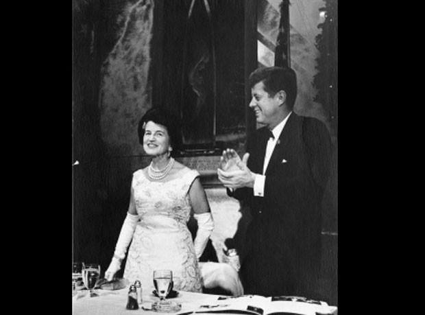 Casa Branca divulgou foto de John Kennedy ao lado de sua mãe (Foto: Reprodução)
