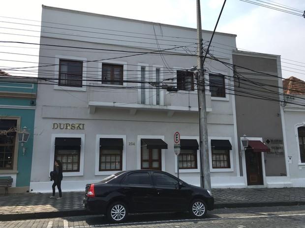 Sede administrativa da rede Madero foi alvo de mandado de busca e apreensão, em Curitiba  (Foto: Weliton Martins / RPC)