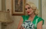 Sandra consegue despistar Anastácia e esconde o dinheiro