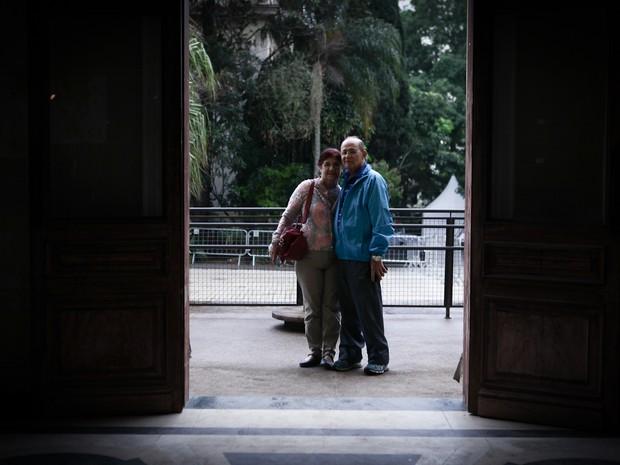 Baía e Adélia se conheceram no hospital e estão casados há mais de 40 anos (Foto: Caio Kenji/G1)