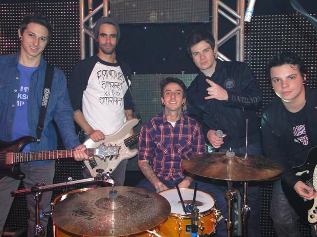 A galera do Strike vai participar do show de Nando, ex-integrante da banda 'Penetras no Paraíso' (Foto: Malhação / Tv Globo)
