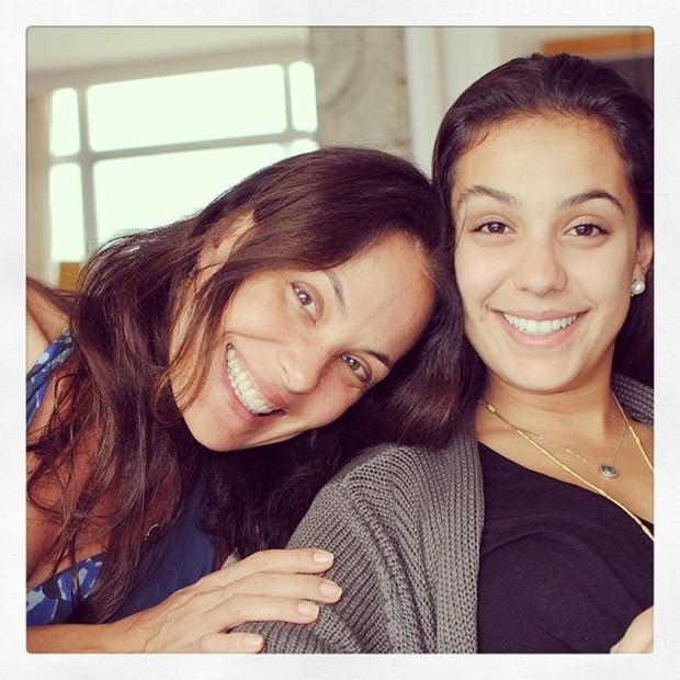 Carolina Ferraz e a filha (Foto: Instagram)