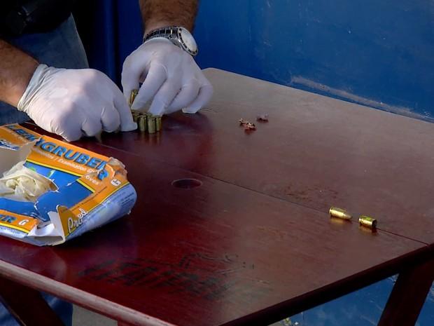 Peritos recolheram projéteis de bala (Foto: Reprodução/Inter TV)