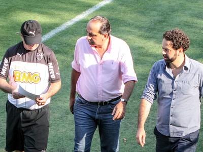 Levir Culpi, Alexandre Kalil e Daniel Nepomuceno na Cidade do Galo (Foto: Bruno Cantini)