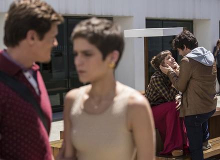 Letícia flagra Tiago e Isabela aos beijos!