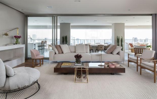 Apartamento integrado se destaca com decora o neutra e for Apartamentos minimalistas