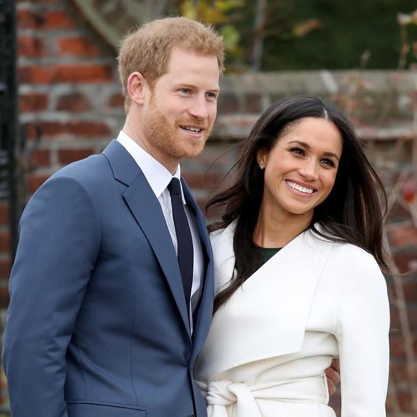 LONDON, ENGLAND - NOVEMBER 27:  Prince Harry and actress Meghan Markle during an official photocall to announce their engagement at The Sunken Gardens at Kensington Palace on November 27, 2017 in London, England.  Prince Harry and Meghan Markle have been  (Foto: Chris Jackson/Getty Images)