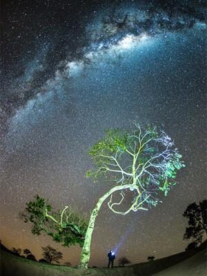 Via Láctea registrada por astrofotógrafo em Santa Rita de Caldas, MG (Foto: Régis Júnior / VC no G1)