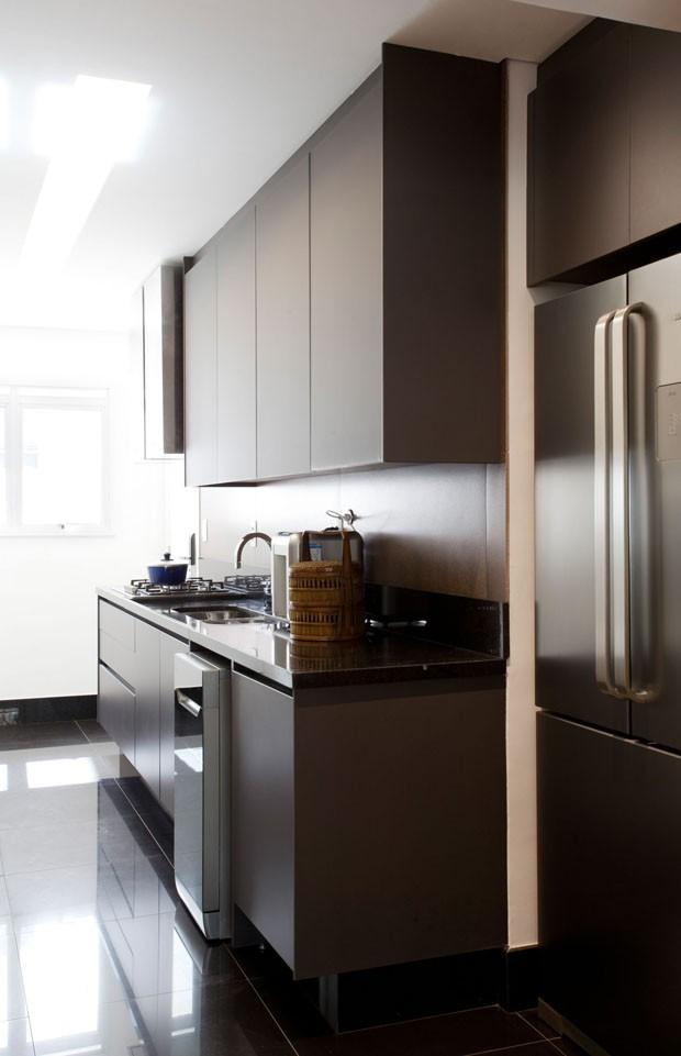 Estilo low-profile dos moradores dita reforma de apartamento (Foto: Marco Antonio/ divulgação)