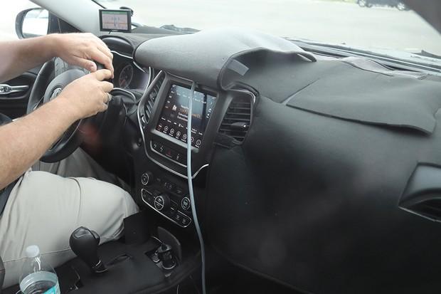 Flagra: Jeep Cherokee em testes nos EUA (Foto: Automedia)