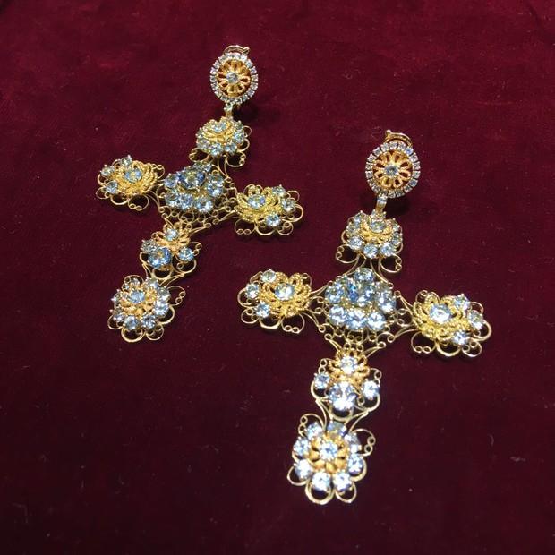 Detalhe dos brincos da Dolce & Gabbana usados por Marina Ruy Barbosa (Foto: Giuliana Martinelli)