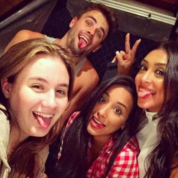 Ex-BBBs Amanda, Talita e Rafael com Juliana, irmão de Rafael (Foto: Instagram/ Reprodução)