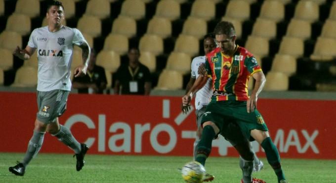 Sampaio x Figueirense pela Copa do Brasil, em São Luís (Foto: Biaman Prado / O Estado)