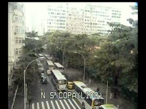 Rio de Janeiro Protesto de taxistas em Copacabana complicou tráfego  (Foto: Reprodução/ CET-Rio)