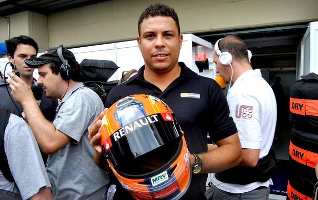 Ronaldo nos boxes do GP do Brasil (Foto: João Gabriel / Globoesporte.com)