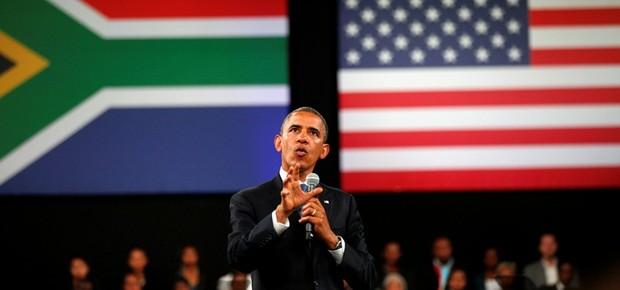 O presidente dos Estados Unidos, Barack Obama, faz discurso para jovens estudantes na Universidade de Johanesburgo, na África do Sul. Em visita oficial ao continente, Obama discutirá medidas de fomento ao comércio bilateral e a investimentos no continente (Foto: AP Photo/Jerome Delay)
