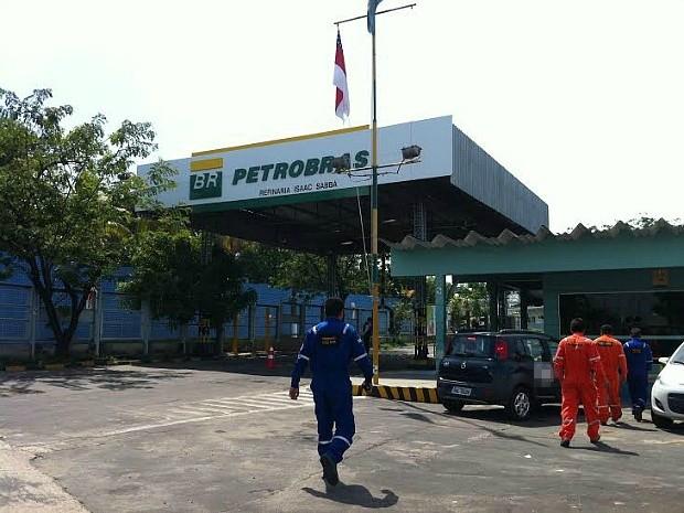 Acidente ocorreu no domingo e três operários ficaram feridos (Foto: Camila Henriques/G1 AM)