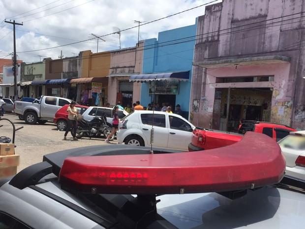 Crime aconteceu em uma loja na Praça Antenor Navarro, no Centro de Santa Rita (Foto: Walter Paparazzo/G1)