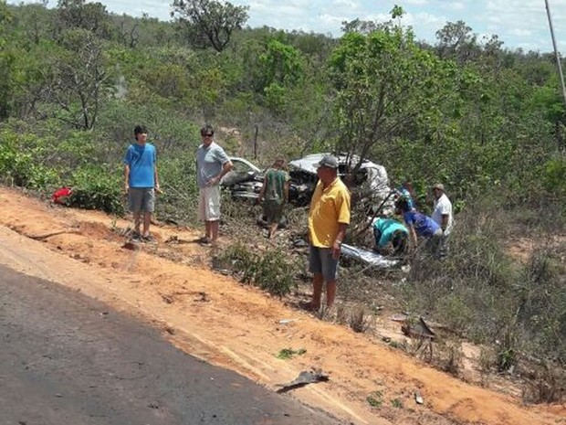 Três pessoas que não tiveram a identidade divulgada morreram em acidente (Foto: Blogbraga)