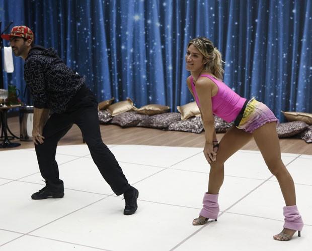 Rogério Mendonça e Giovanna Ewbank ensaiam funk  (Foto: Fábio Rocha/ TV Globo)