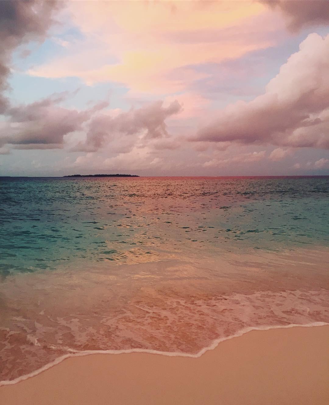 """"""" #maldivas #sonevafushi #discoversoneva"""", escreveu Dinho Batista no Instagram (Foto: Reprodução/Instagram)"""