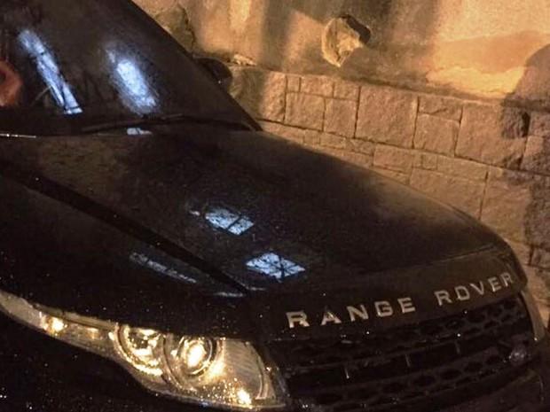 Carro de luxo foi roubado no Paraná (Foto: G1)